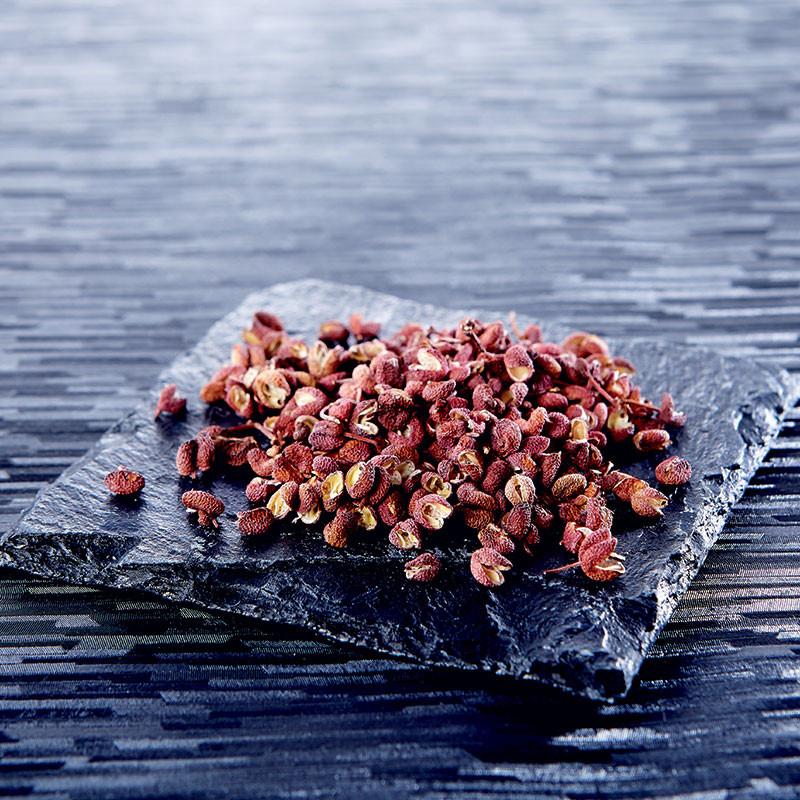 Dried rippened red sansho grape berries