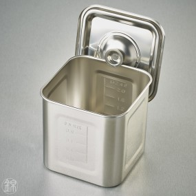 Square kitchen pot and lid