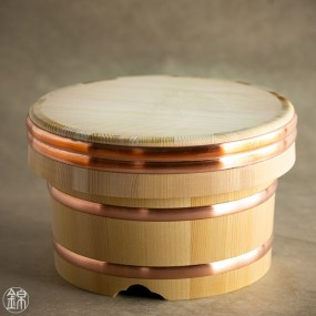 Ohitsu bucket made from Kiso Sawara cypress wood, for storing cooked rice and sushi rice