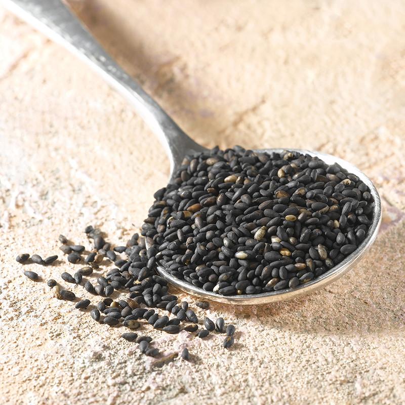 Roasted black sesame seeds