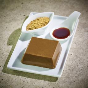 Godofu de sésame blanc torréfié, accompagné de son sucre noir et Kinako