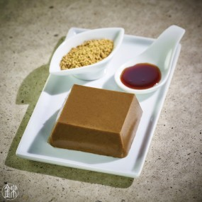 Roasted white sesame Godofu accompanied by its black sugar and Kinako